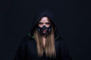 Razer направи паметна заштитна маска што не ја ограничува комуникацијата (ВИДЕО)