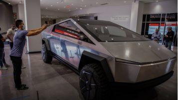 """Tesla привршува со дизајнот на """"сајбер-камионот"""""""