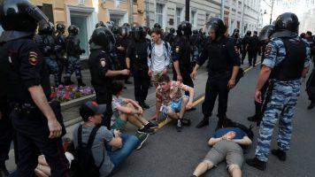 (Видео) Маж се запали во центарот на Москва
