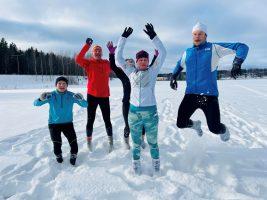 (Видео) Нов зимски тренд во Финска - трчање по снег во чорапи