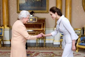 Кралицата ја поканила Анџелина Џоли на чај
