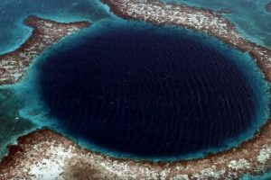 Научниците нурнале до дното на мистериозната Сина дупка (ВИДЕО)