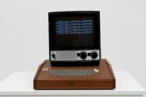 На продажба првиот Apple компјутер: Дали би ја платиле оваа неверојатна цена?
