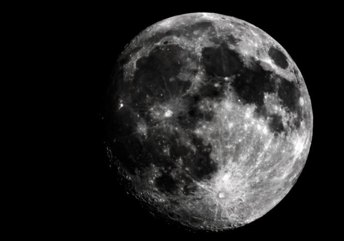Откриена необична појава на Месечината, истражувачите воодушевени (ВИДЕО)