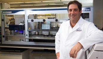 Почина научникот што го разви првиот тест на корнавирус со плунка