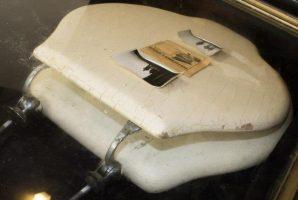 Се продава на аукција капакот од тоалетната школка на Хитлер