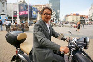 """""""Сега личам на Путин""""- Ќиро Блажевиќ се вакцинираше во Србија"""