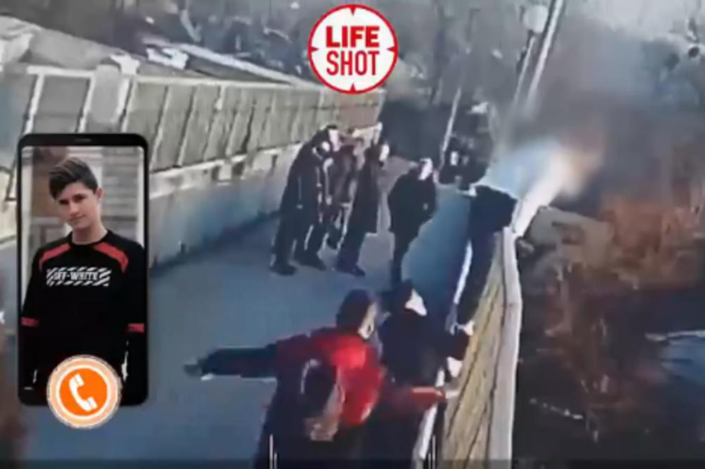 (Видео) Група средношколци спасиле девојка која сакала да скокне од мост