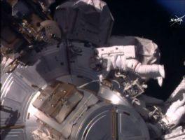 Во тек е вселенска прошетка од шест часа (ВИДЕО)