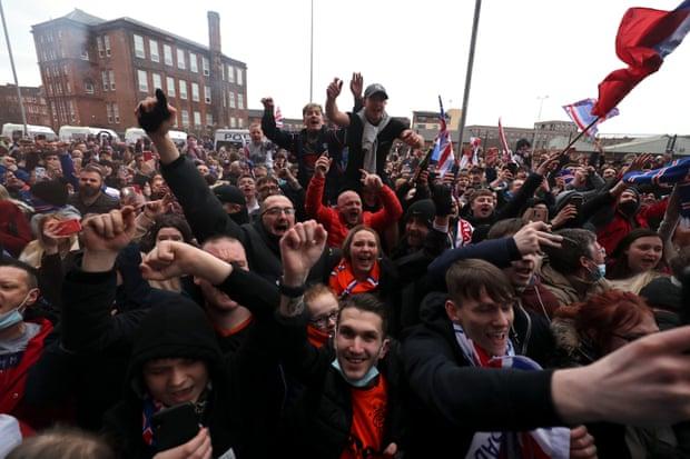 Навивачите на Ренџерс ја прославуваат титулата