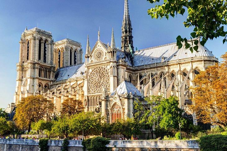 """Катедралата """"Нотр Дам"""", која беше уништена во пожар, ќе се отвори за посетители во 2024 година"""