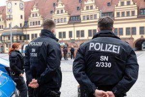 Крадци заспале за време на кражба, па ги разбудила полиција со лисици на рацете