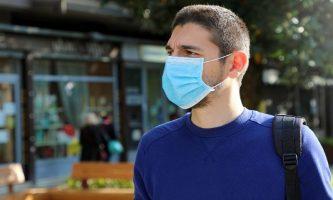 Научници за носењето маски на отворено: Престојот надвор е многу побезбеден