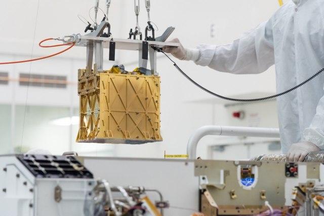Роверот Perseverance ги произведе првите пет грама кислород на Марс (ВИДЕО)