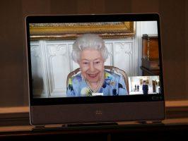 (Фото) Кралицата по погребот на принцот Филип им се врати на должностите, држеше состаноци преку видео линк