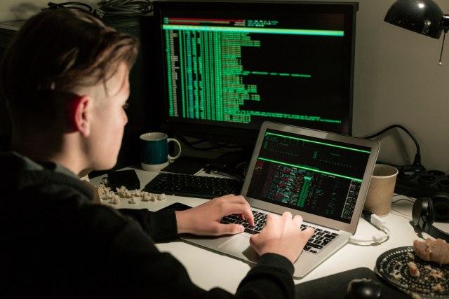Хакери украле доверливи нацрти од необјавени уреди на Apple
