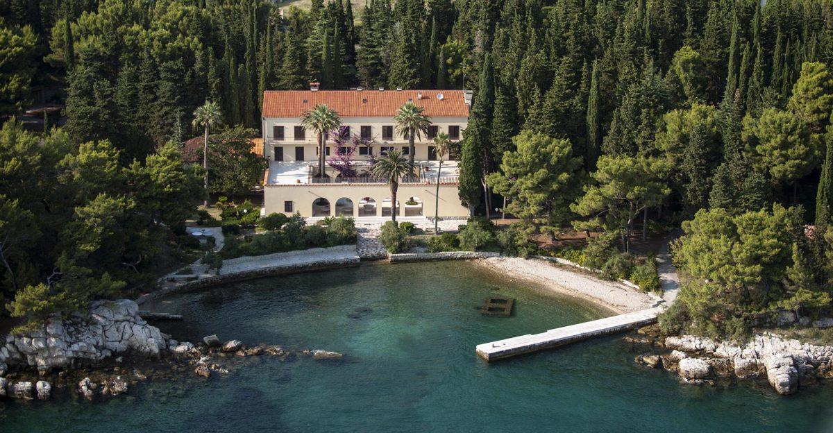 (Галерија) Вилата на Тито во Сплит е најбарана локација за свадби, а се изнајмува за 4.000 евра на ден