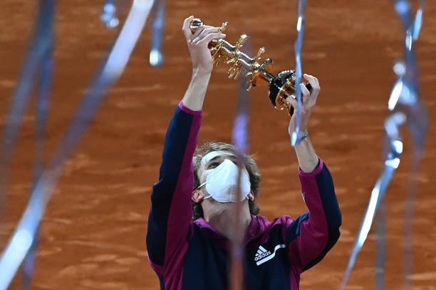 """Зверев се """"загреа"""" за Ролан Гарос со титула од Мадрид"""