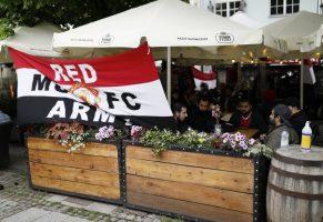 Навивачи на Манчестер јунајтед нападнати во Гдањск