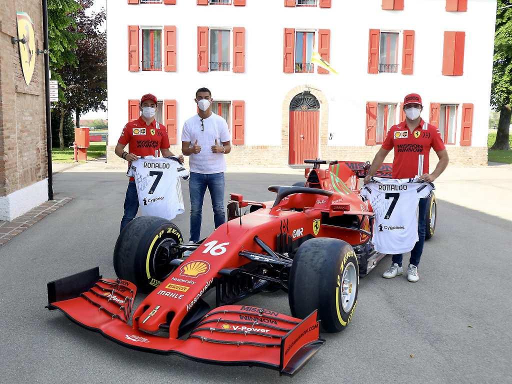 Роналдо заедно со Ањели и Елкан во шопинг кај Ферари