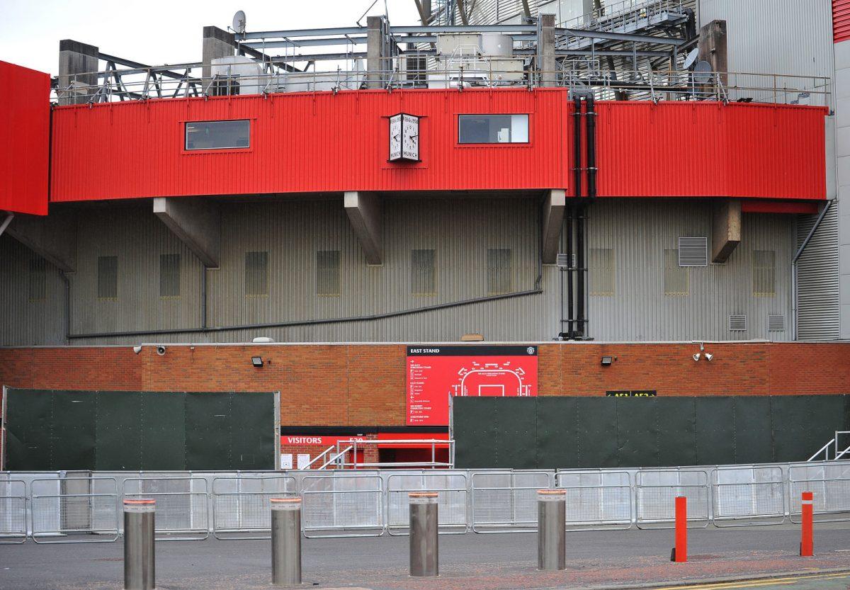 """Страв од навивачите – метални бариери околу """"Олд Трафорд"""""""