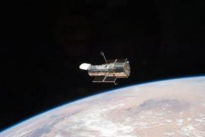 NASA се мачи со поправката на вселенскиот телескоп Hubble
