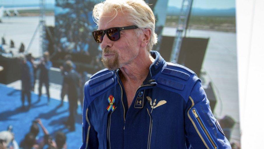Бренсон му честиташе на Безос за летот во вселената: Импресивно!