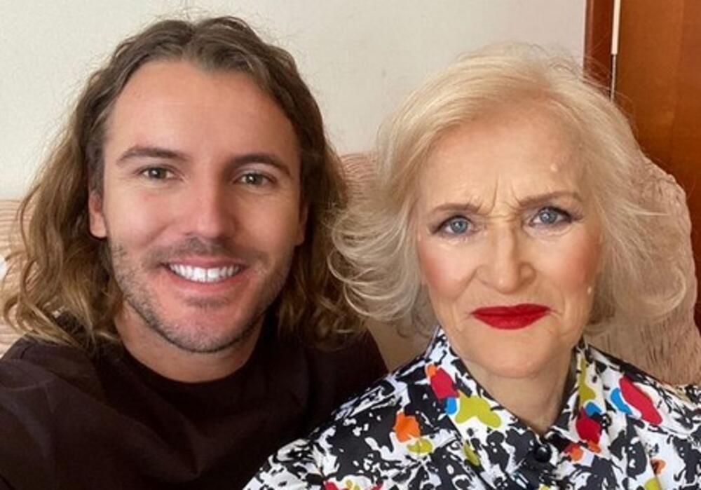 Внукот фризер ја направи баба си Милоратка холивудска дива: мајче првпат се бојадиса на 85 години