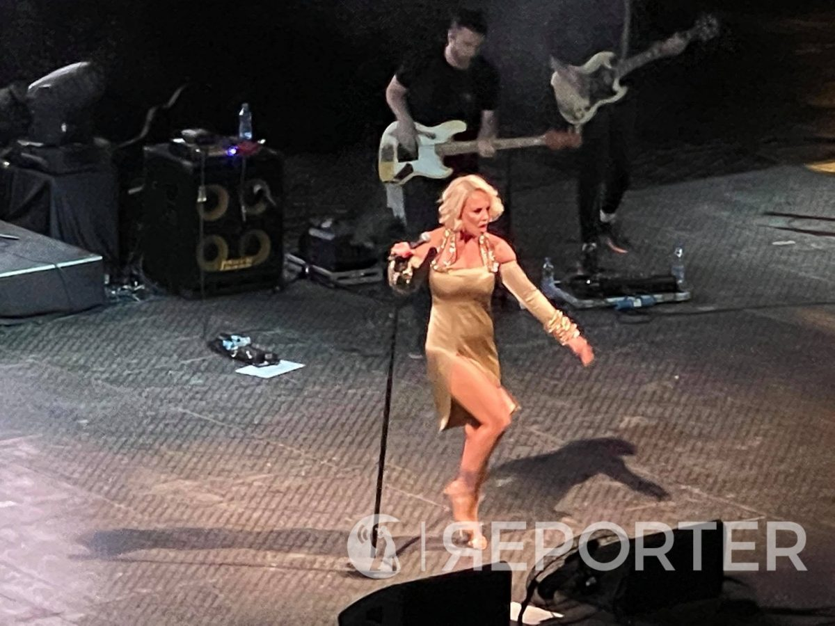Тамара ко Мерилин Монро растури на Антички, ја крена публиката на нозе, му го прослави роденденот на Перо Антиќ и рапуваше ко Врчак