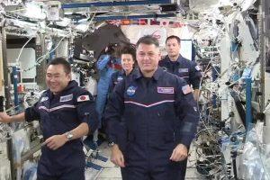 Астронаутите со акробации од вселената се збогуваа од Олимписките игри (ВИДЕО)