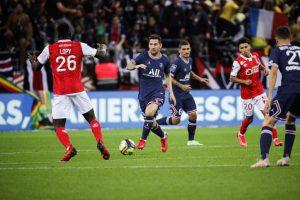 Меси дебитираше за ПСЖ во меч во кој дури и противничките навивачи го скандираа неговото име
