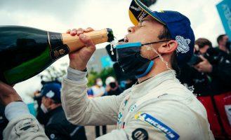Ривалите се судрија, Де Фрис ја освои Формула Е титулата за Мерцедес
