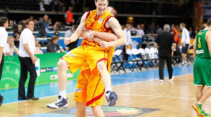 (Видео) Светската куќа на кошарката, ФИБА, потсети на тројката на Илиевски, која на Македонија ѝ го донесе најголемиот успех