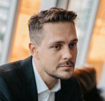 Милош Биковиќ: Родителите ми се разведоа пред да се родам, како растев сфаќав колку е тоа бизарно