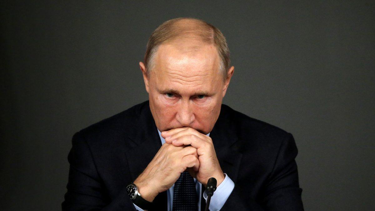Путин е во самоизолација откако дел од неговото обезбедување заболеле од корона