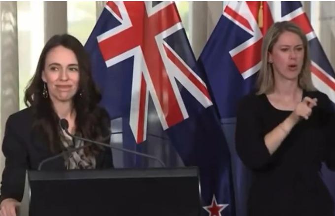(Видео) Премиерката на Нов Зеланд ладна ко туш додека тресеше земјотрес на прес со новинарите