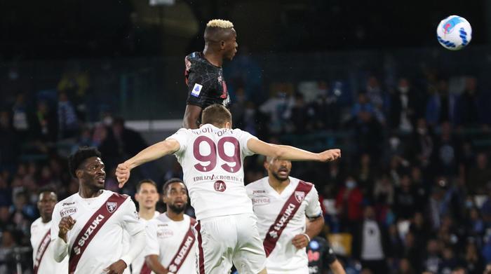 Елмас асистент, Наполи го победи Торино