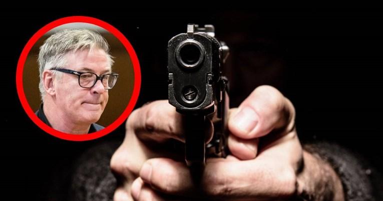 Како е можно филмски пиштол реквизит да убие