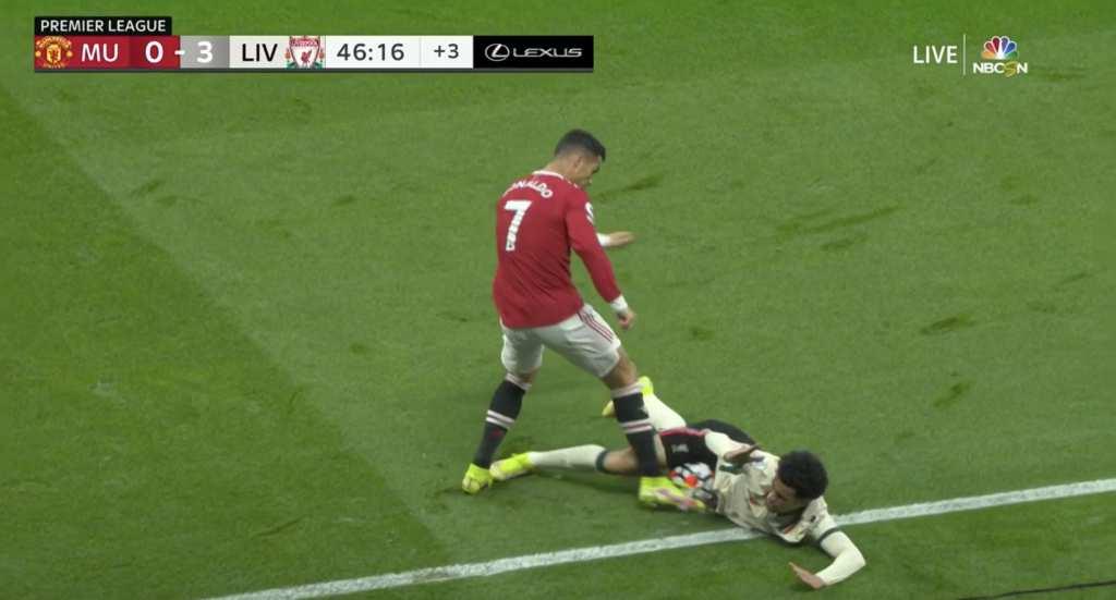 Немоќ и фрустрација – Роналдо со неспортски потег, Јунајтед губи 0:4 на полувреме