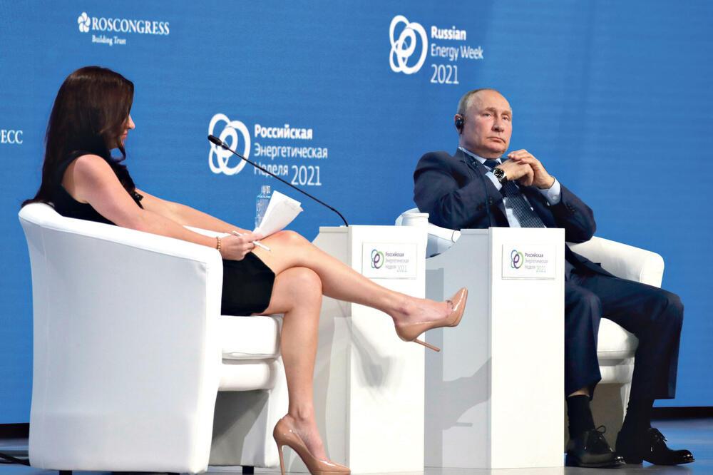 Продолжи секс-војната меѓу САД и Русија: Американците му ја подметнаa на Путин згодната Хадли, откако овој му испрати секси преведувачка на Трамп